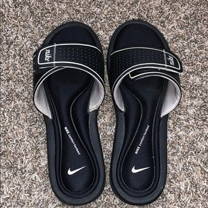 Black Nike comfort footbed slides